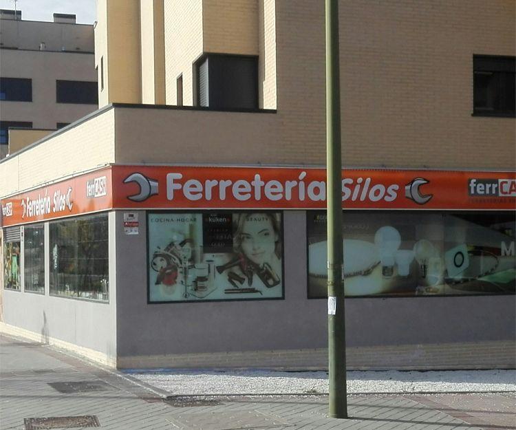 Fachada de nuestra ferretería en Madrid