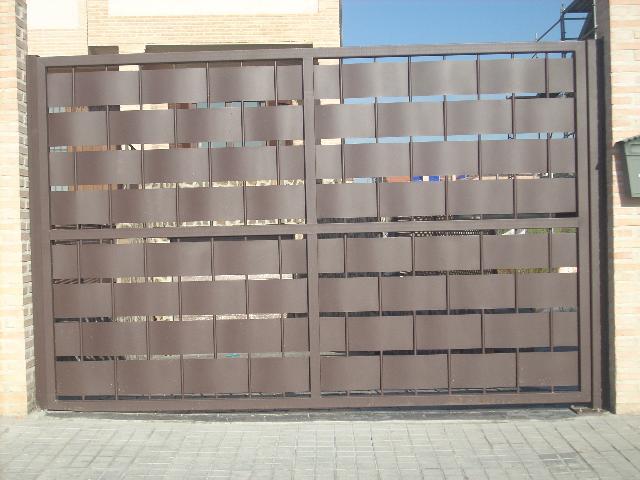 Foto 15 de Cierres y puertas metálicas en Madrid | Talleres Chacón