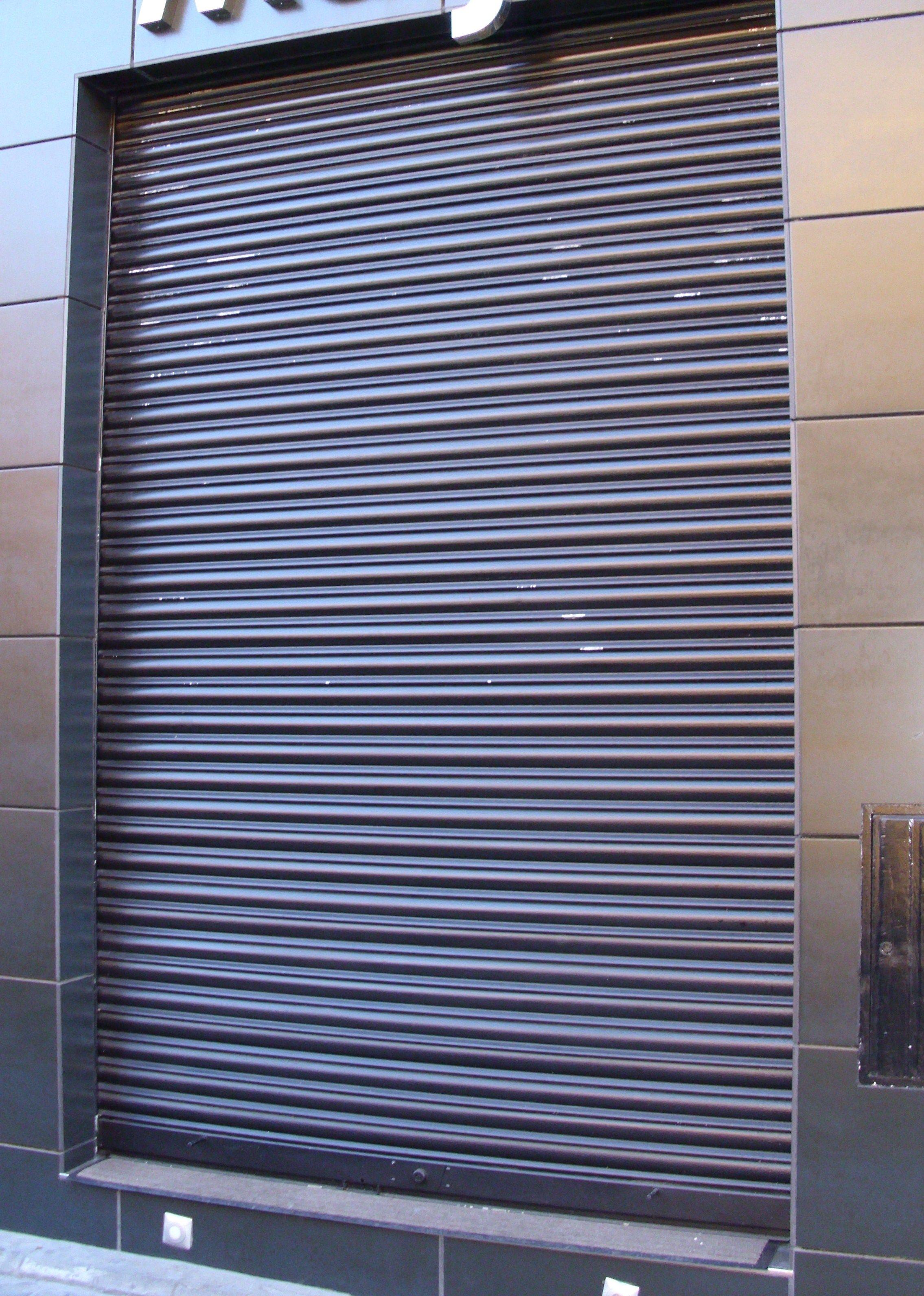 Foto 14 de Cierres y puertas metálicas en Madrid | Talleres Chacón
