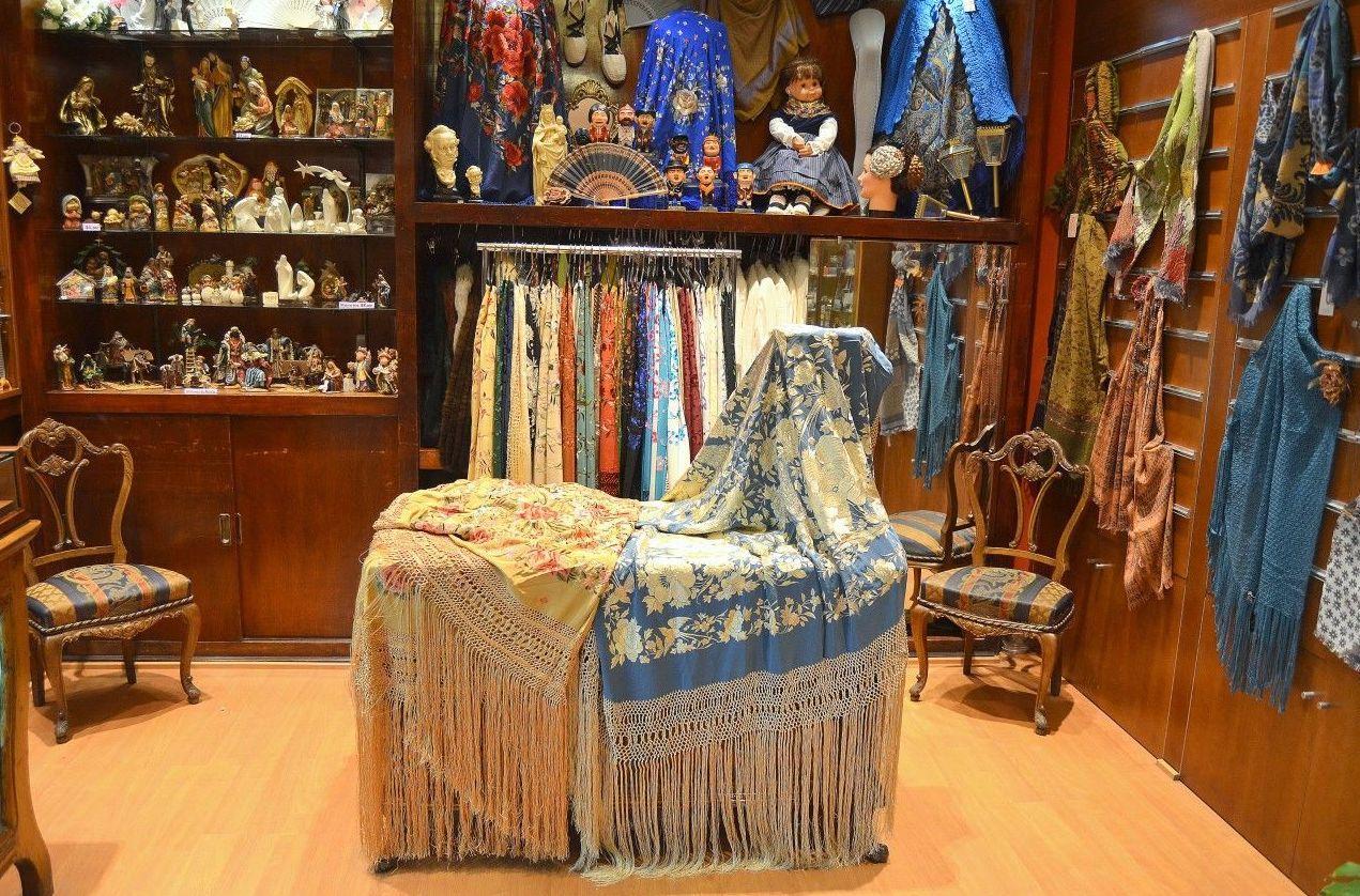 Disponemos de todo tipo de complementos de trajes regionales en Zaragoza