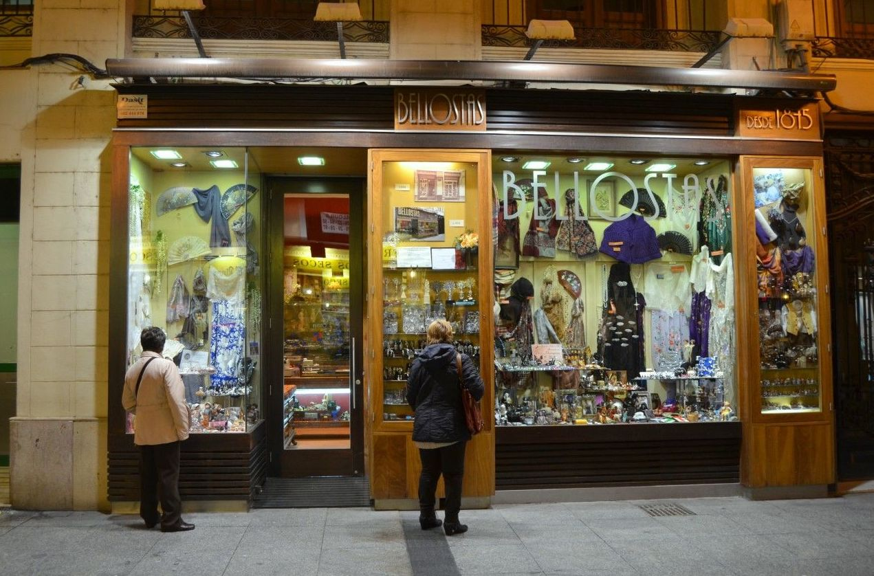 Bisutería Bellostas, tienda centenaria de época tradicional en el centro de Zaragoza