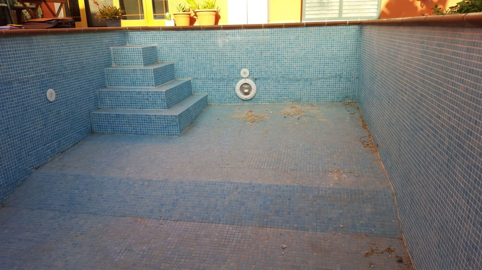 Piscina con desperfectos