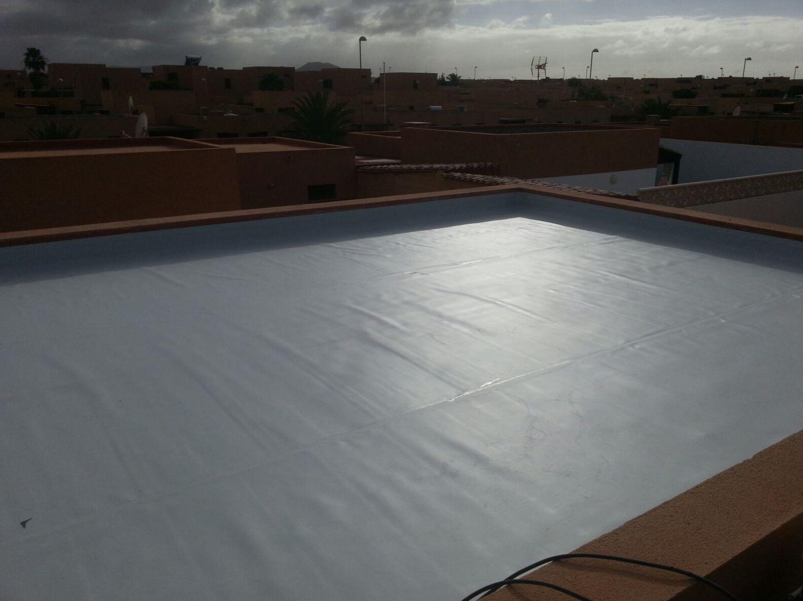 Cubierta impermeabilizada con PVC.