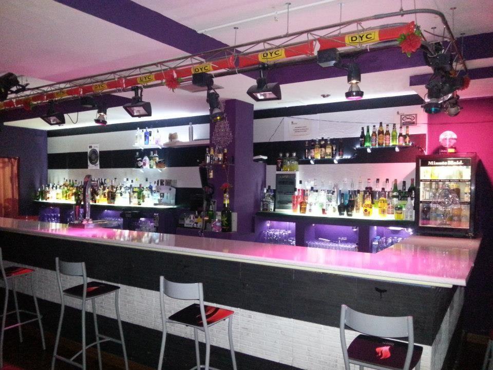 Instalación eléctrica de sonido e iluminación en pub