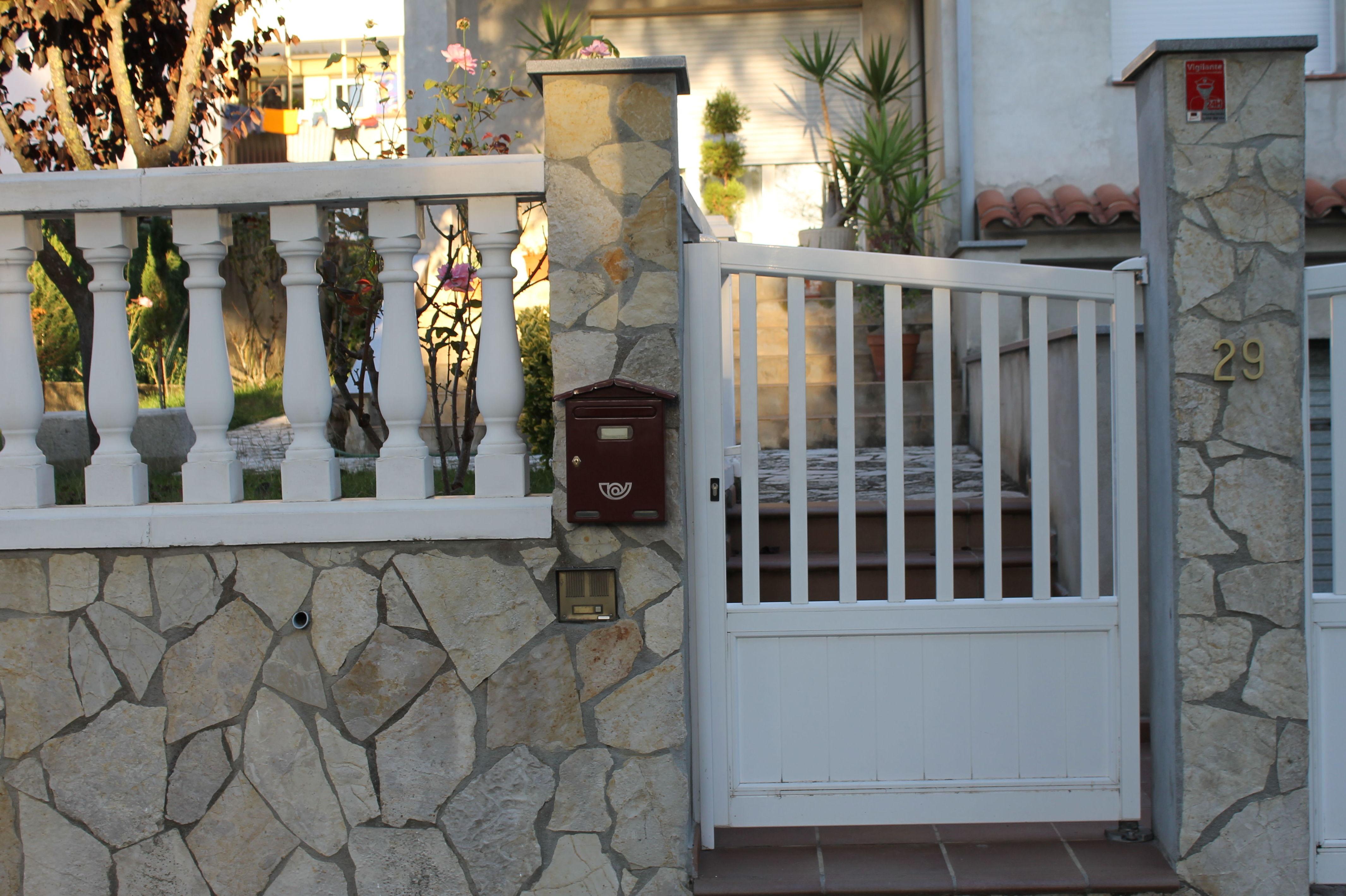 Puertas de hierro para jardin interior forjado puerta de for Puertas para jardin baratas