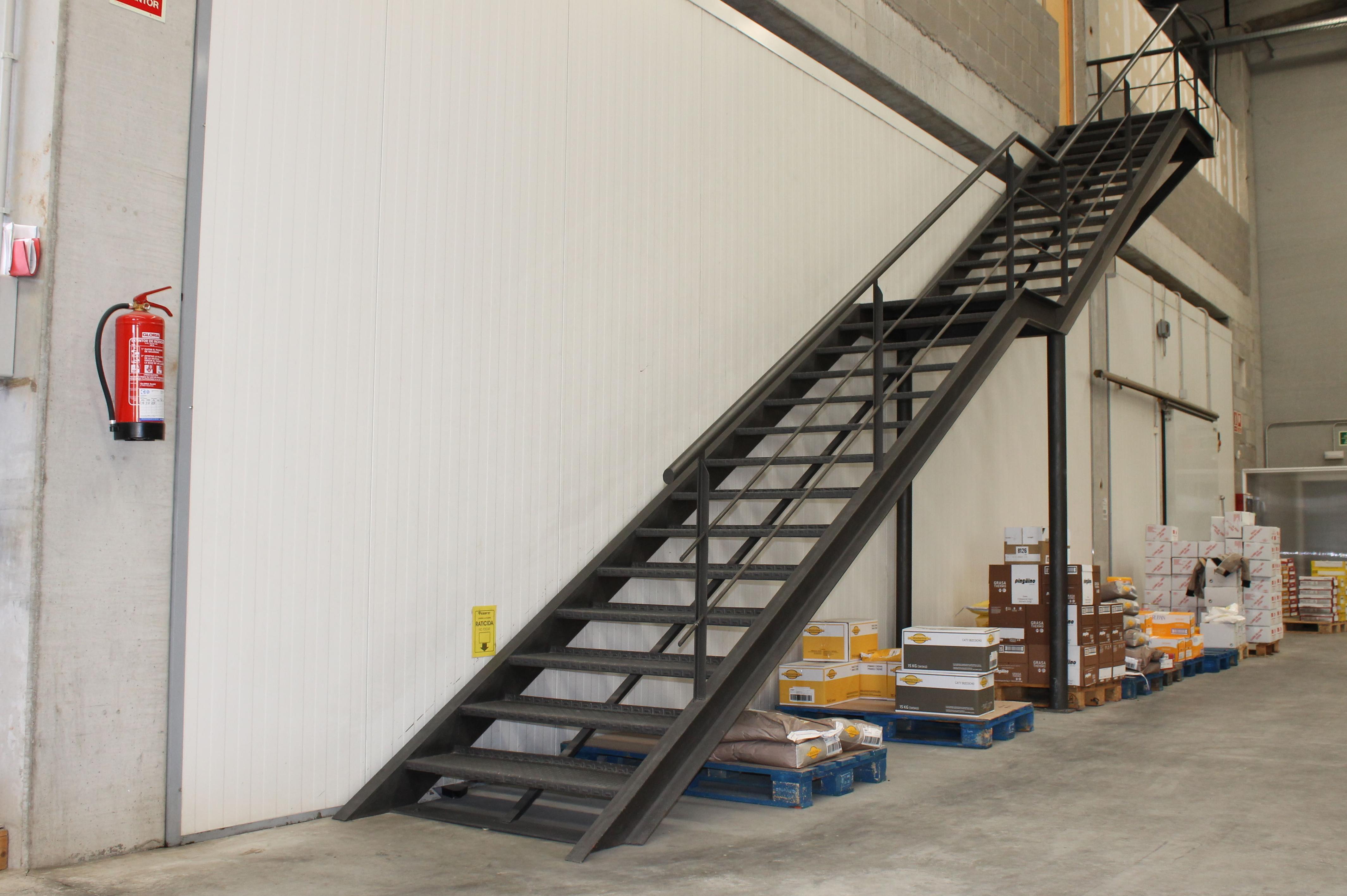 Escaleras de hierro nuestros productos de met licas copado for Gradas metalicas para interiores