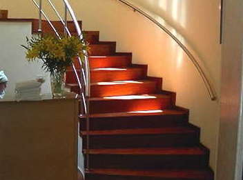 Instalación de parquet y tarima en escaleras