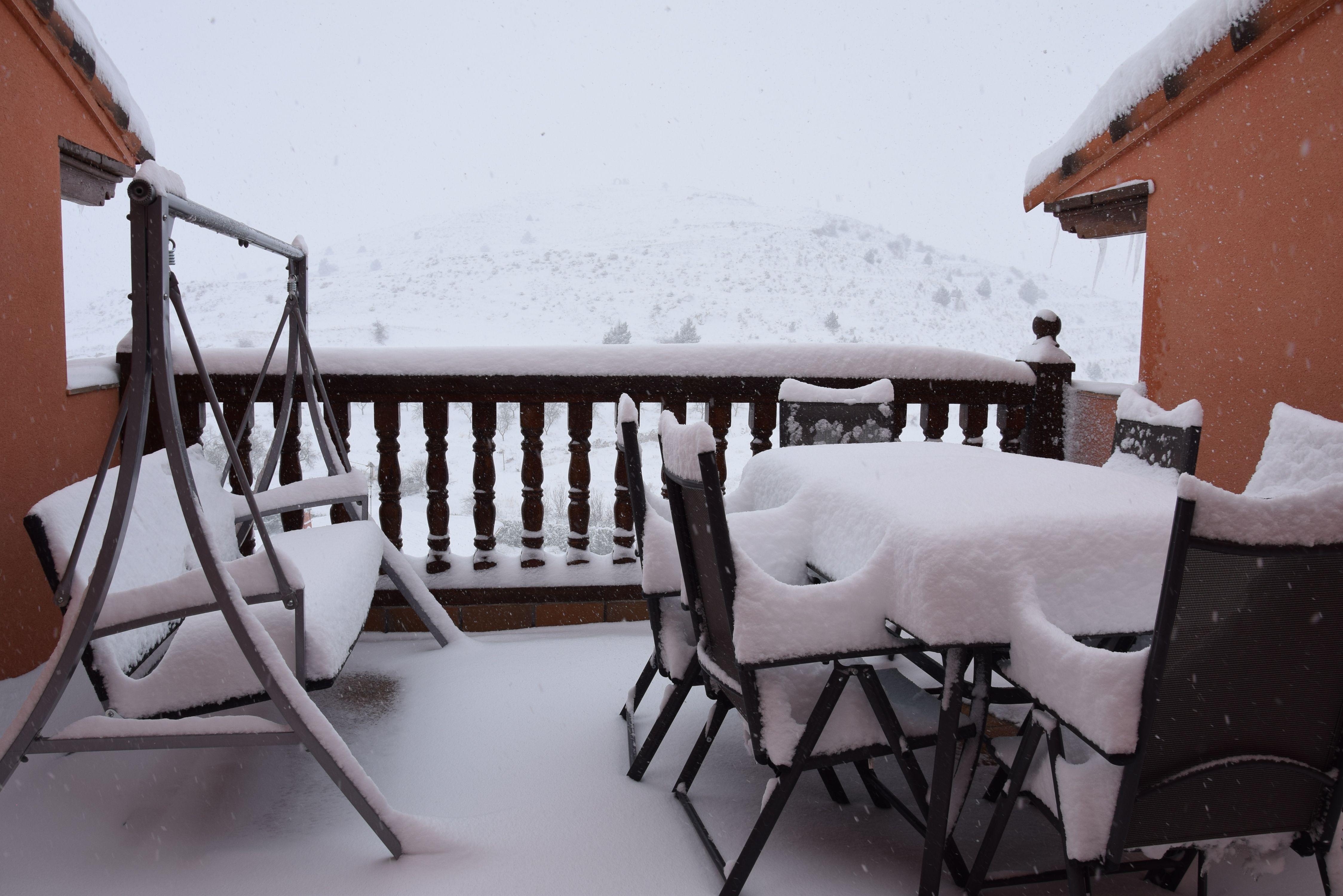 La terraza, cubierta de nieve