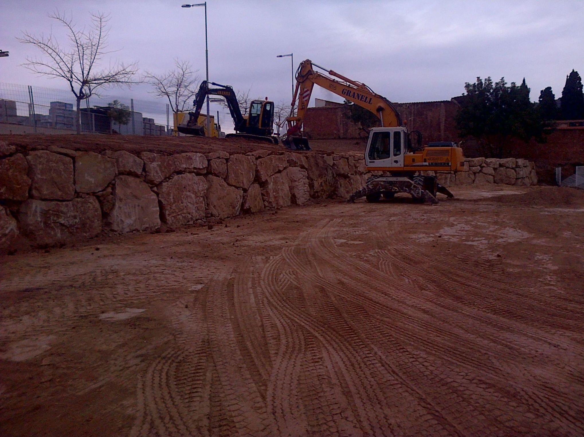 Construcción de muros de escollera y mampostería