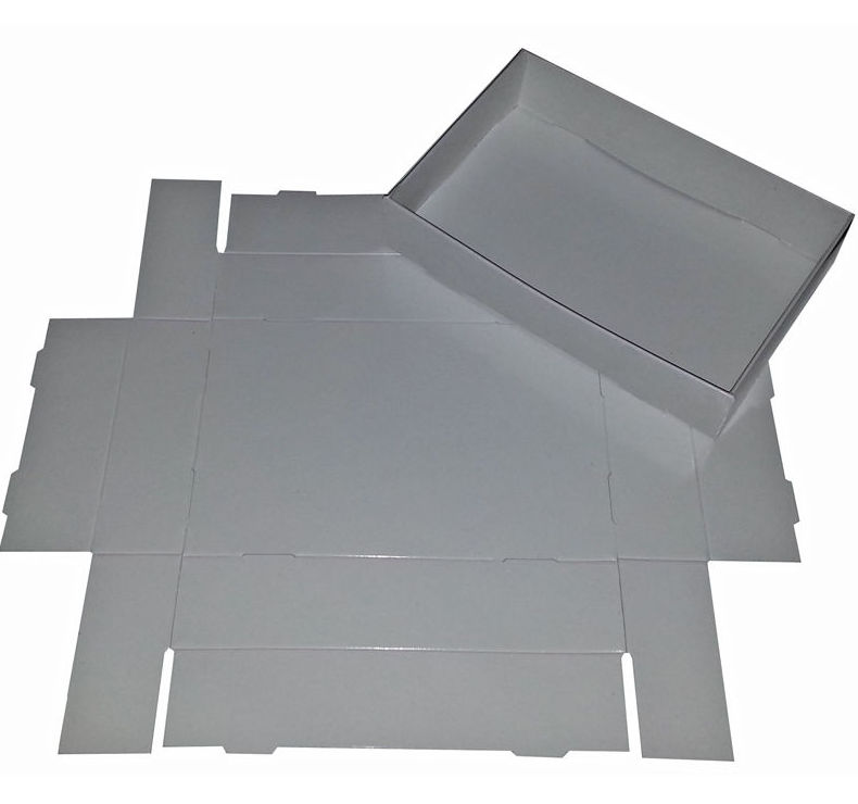 Caja de cartoncillo blanco en dos caras, plastificada