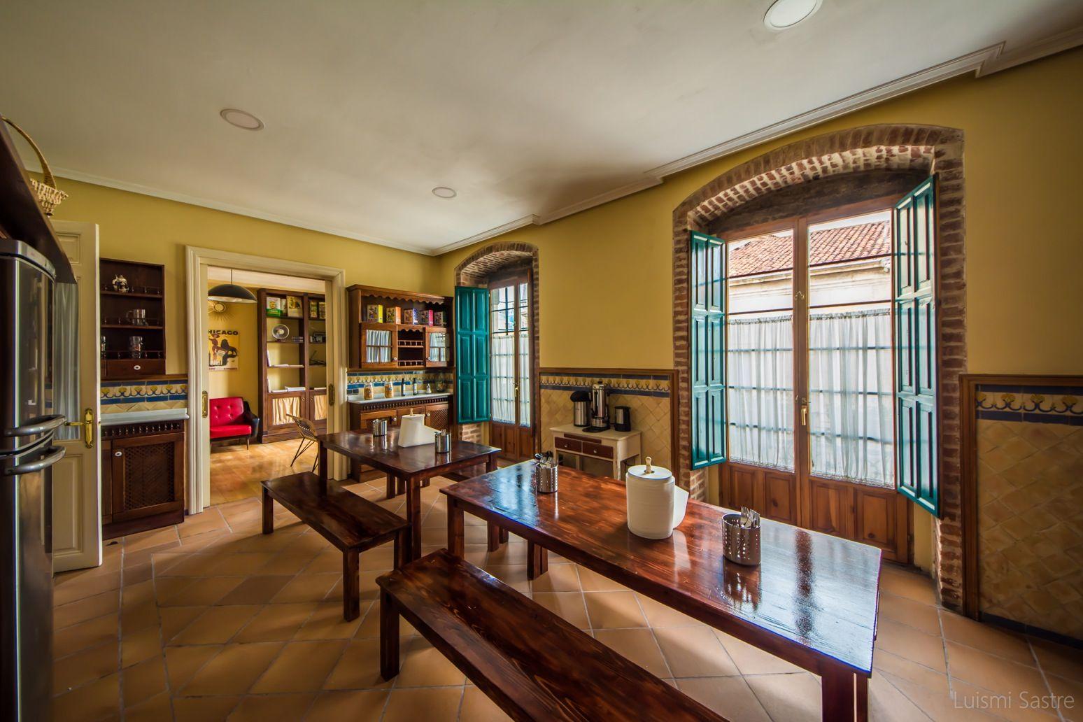Cocina y zona de comedor: Instalaciones de Covent Garden Hostel