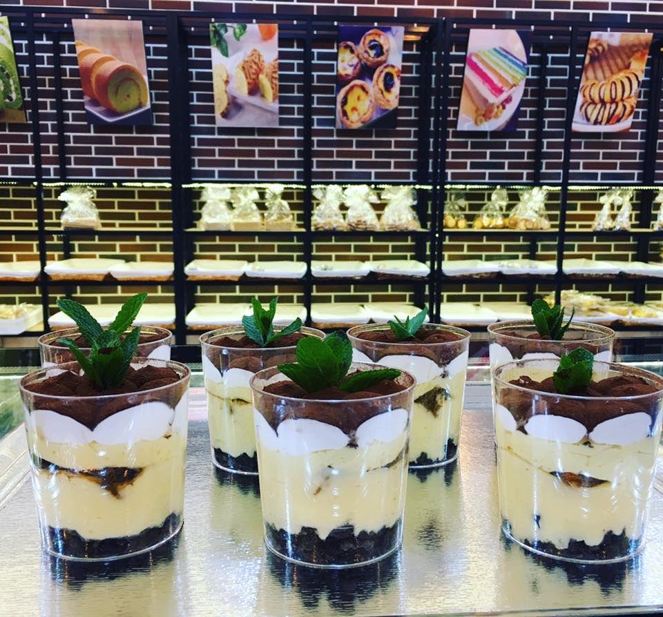 Vasos rellenos de helado