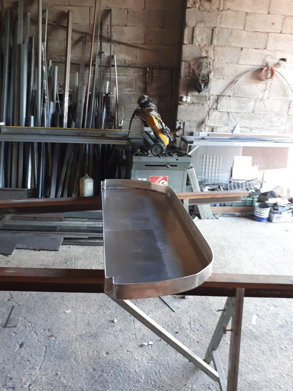 Taller especializado en carpintería metálica en Riós
