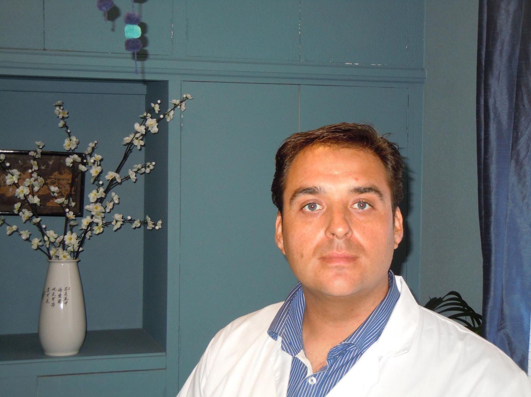 Fran Gamiz. Técnico en micropigmentación y acupuntura zonal