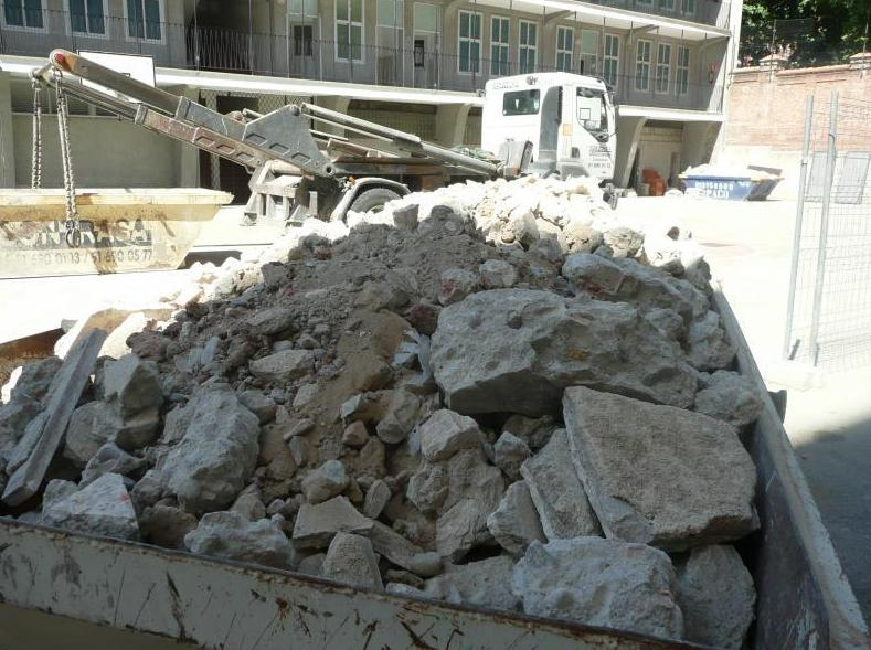 Retirada de escombros y basuras: Productos y servicios de Contrasa