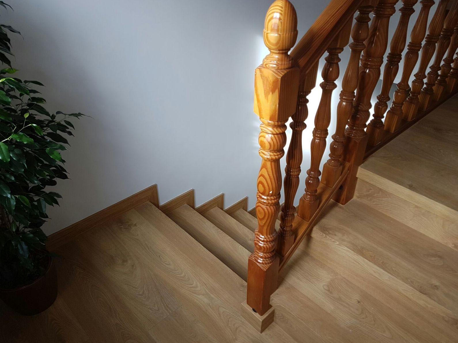 Oferta tarima laminada en escaleras en Villaviciosa