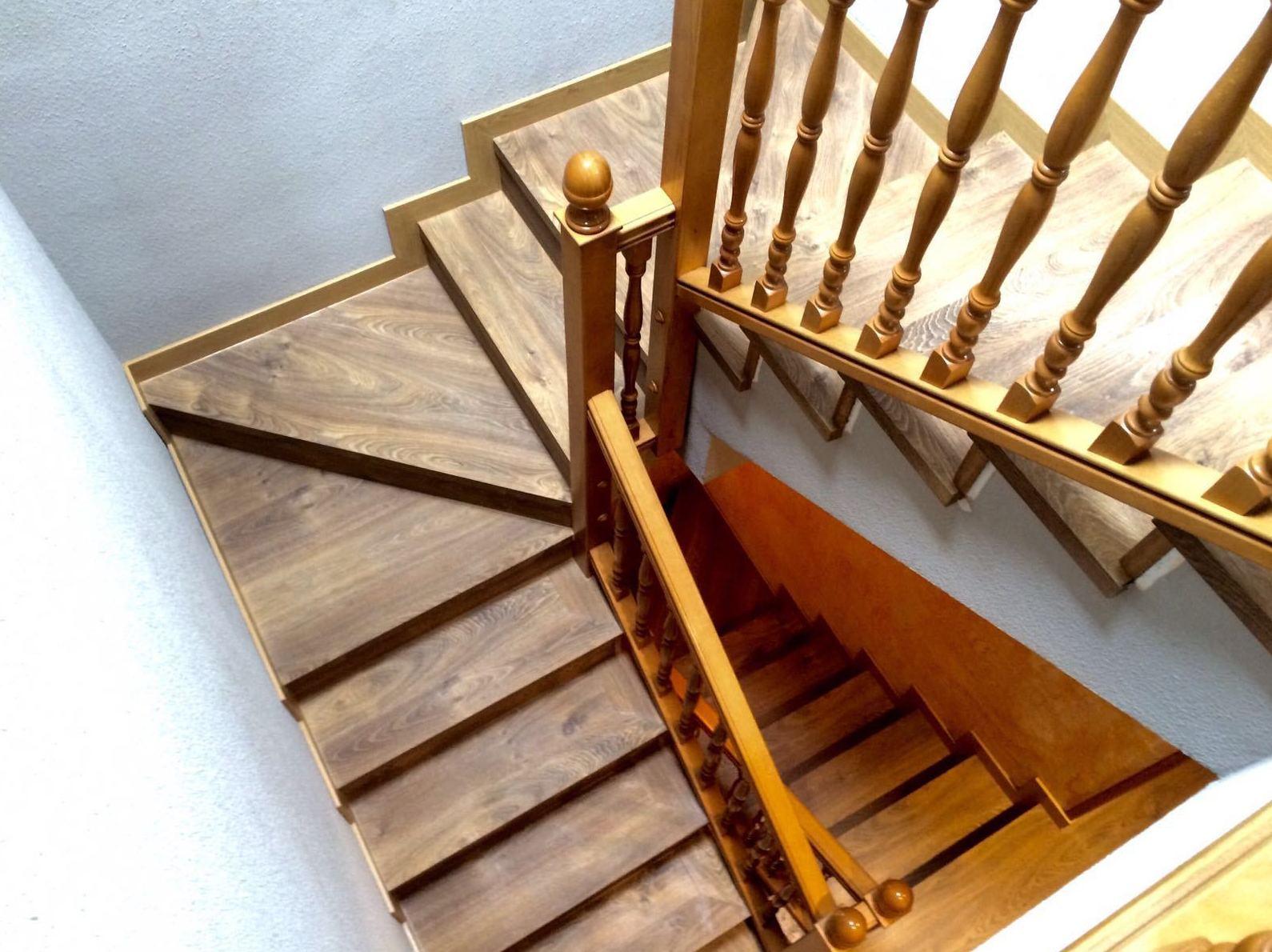 Forrado de escaleras con suelo laminado en Getafe