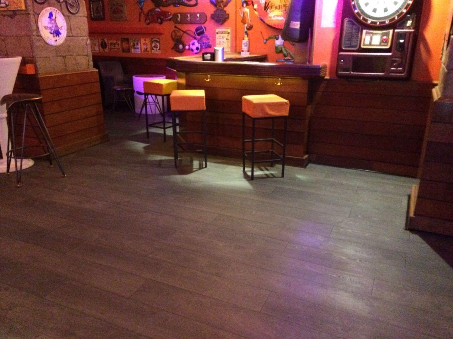 pub ventura con suelo woodmagik