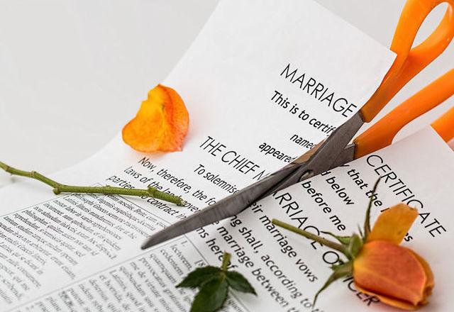 DIVORCIOS, SEPARACIONES Y MENORES