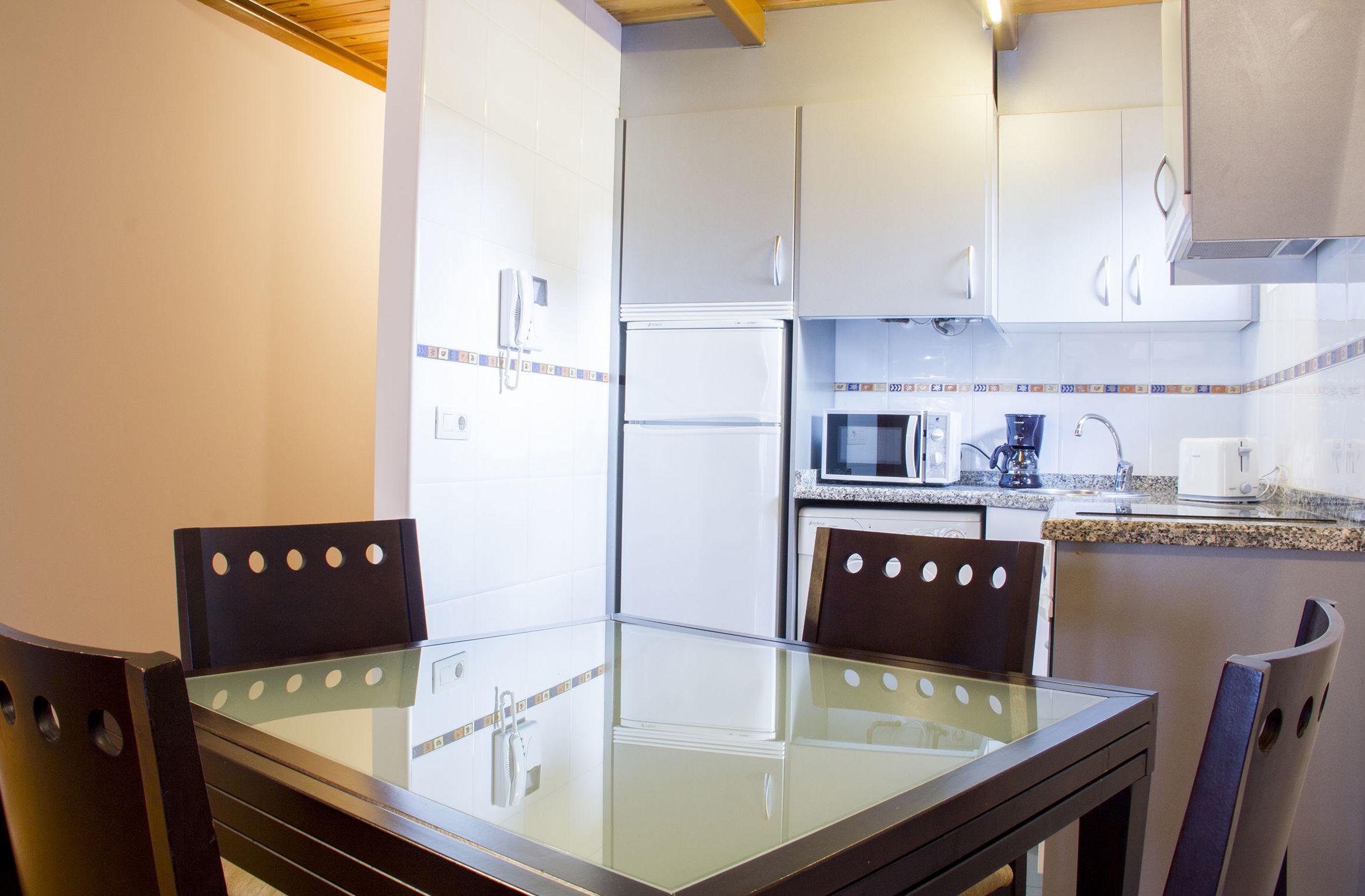 Cocina apartamento 2-4 pax.