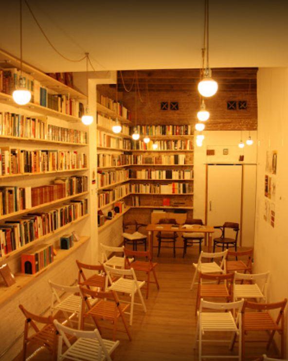 Libros de poemasen la Sagrada Familia de Barcelona