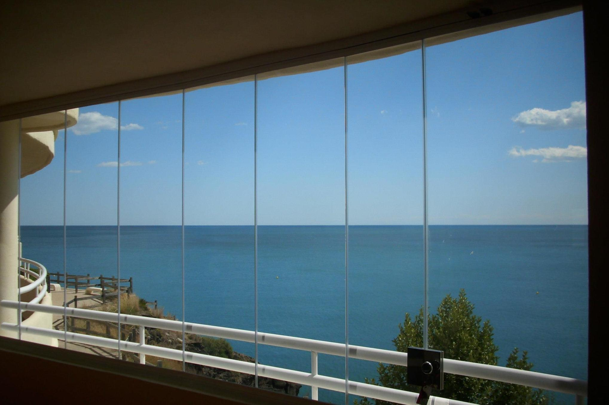 Company specialized in glass curtain walls in Málaga.