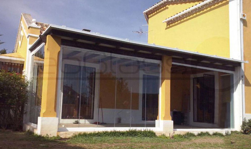 Experts in glass curtain walls in Málaga.