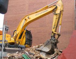 Empresa dedicada a la demolición mecánica