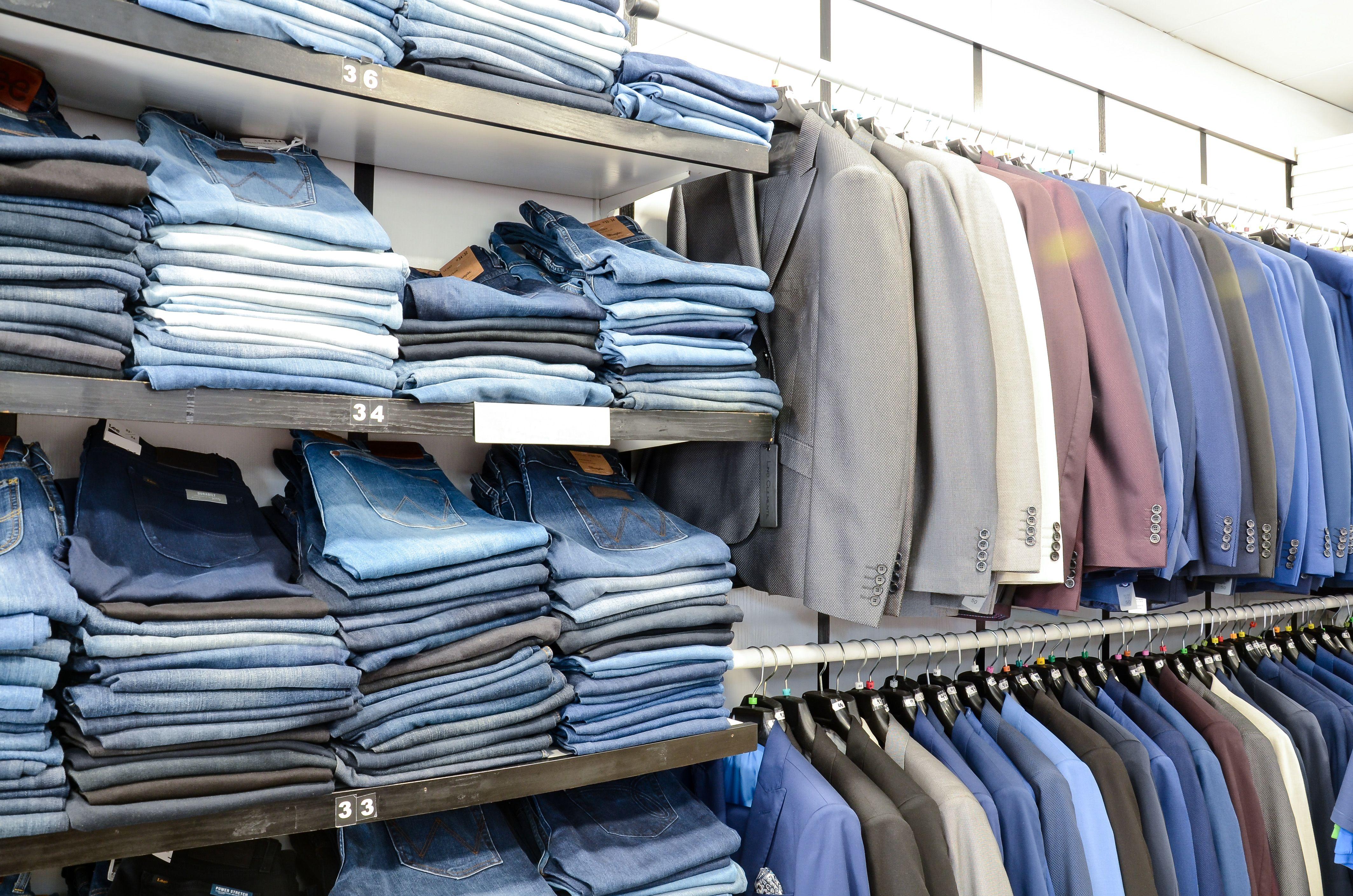 Venta de trajes para hombre en Totana