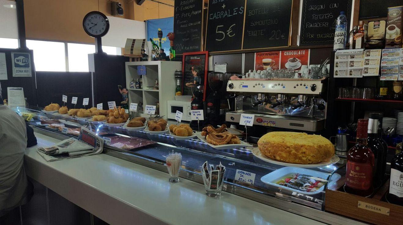 Bocadillos variados en El Asturiano, cafetería restaurante