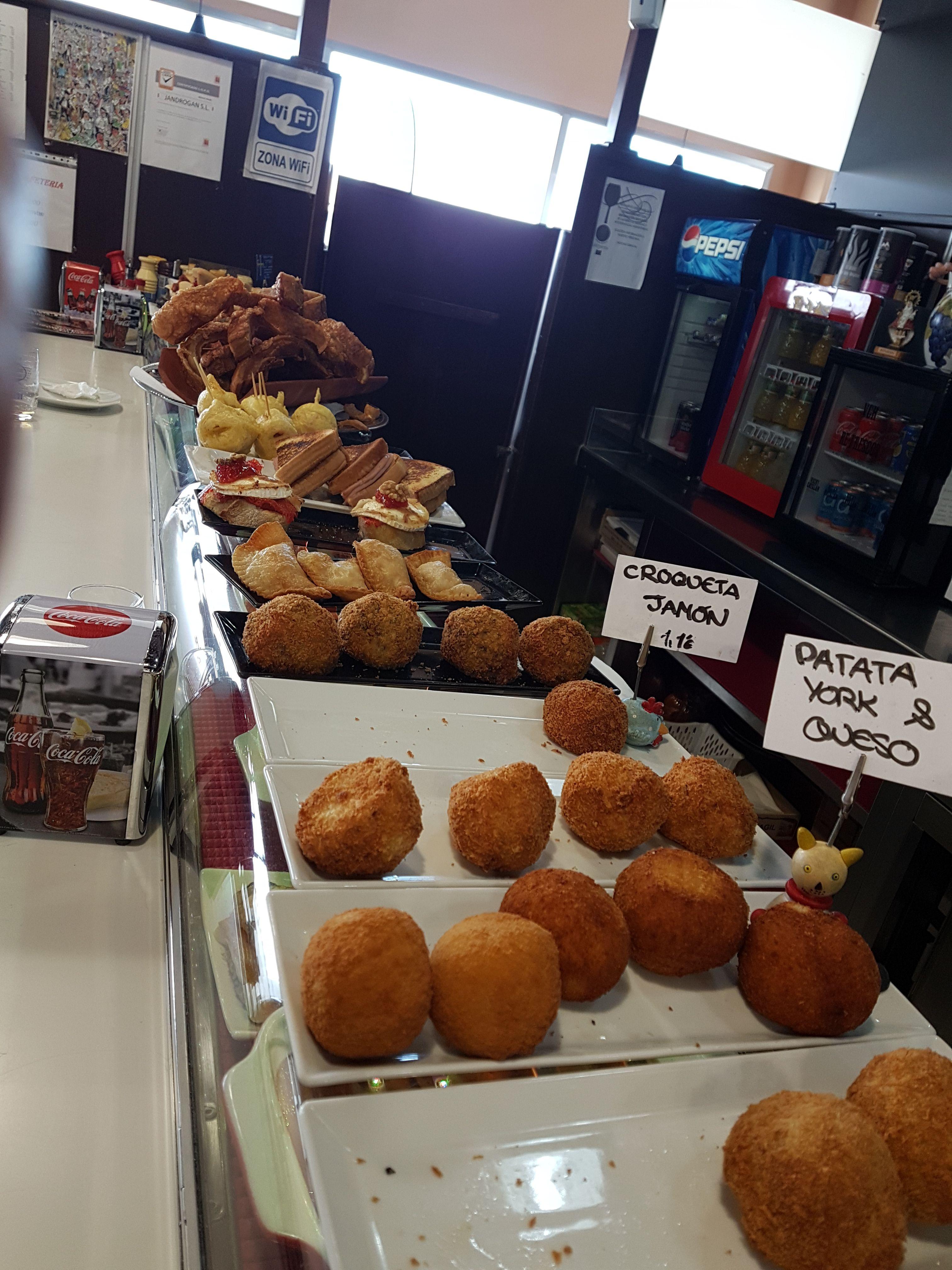 Foto 16 de Cafetería - restaurante en La Muela | Cafetería Restaurante El Asturiano