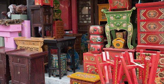 Exposición y venta de muebles de segunda mano: Servicios de Mudanzas Azur