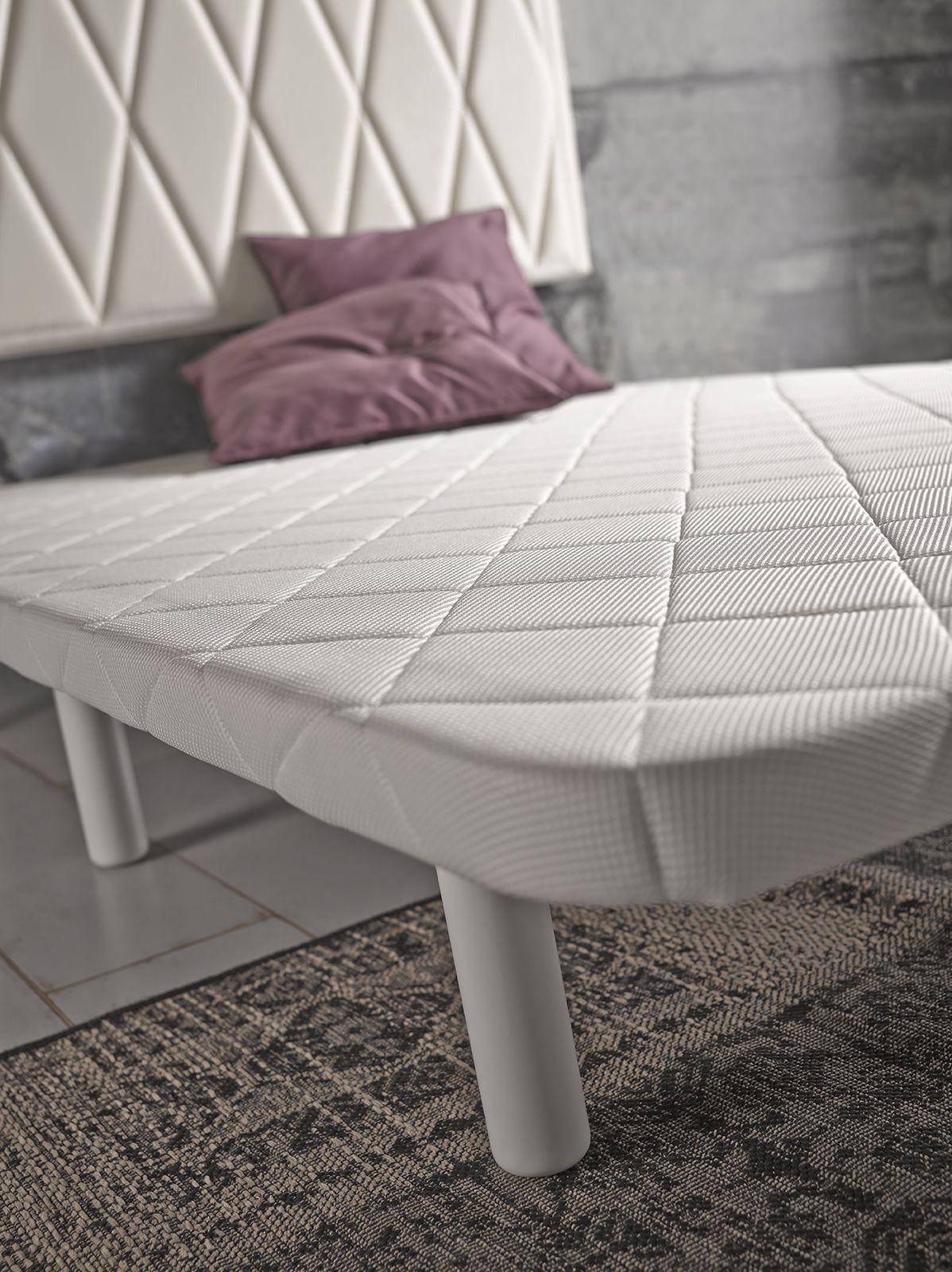 Base tapizada con patas