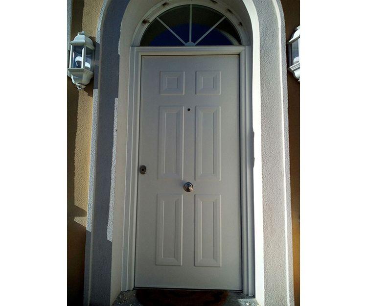 Puerta exterior de aluminio