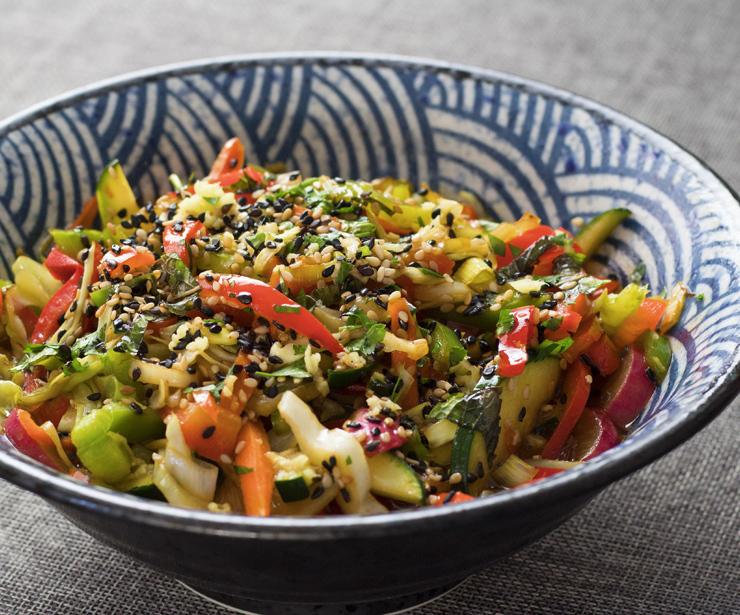 Wok de vegetales crujientes con soja