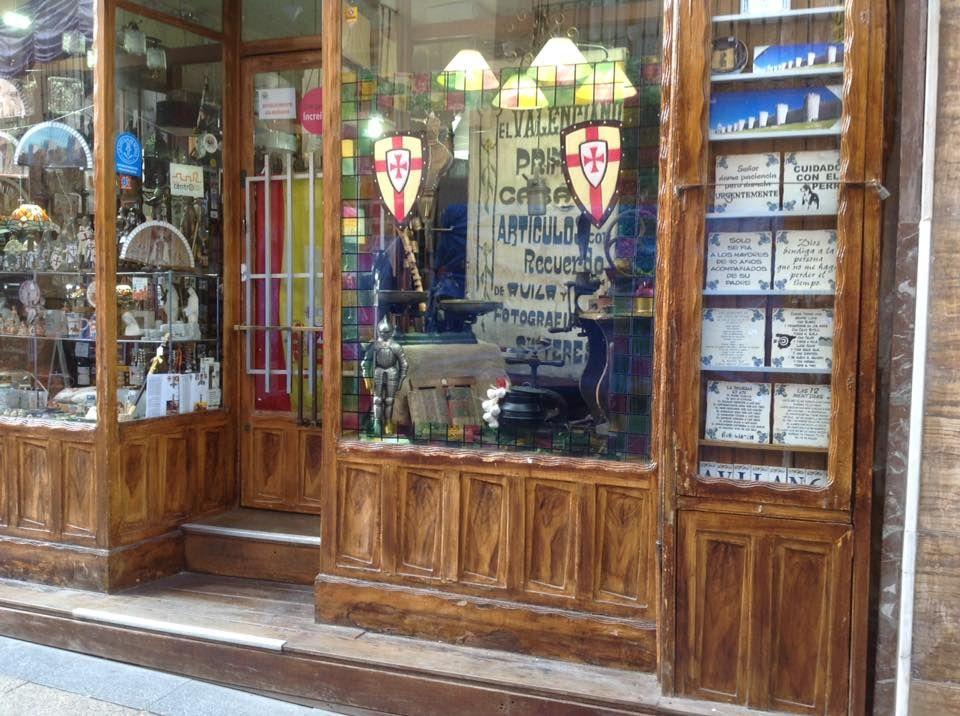 Bazar con gran variedad de artículos en Ávila