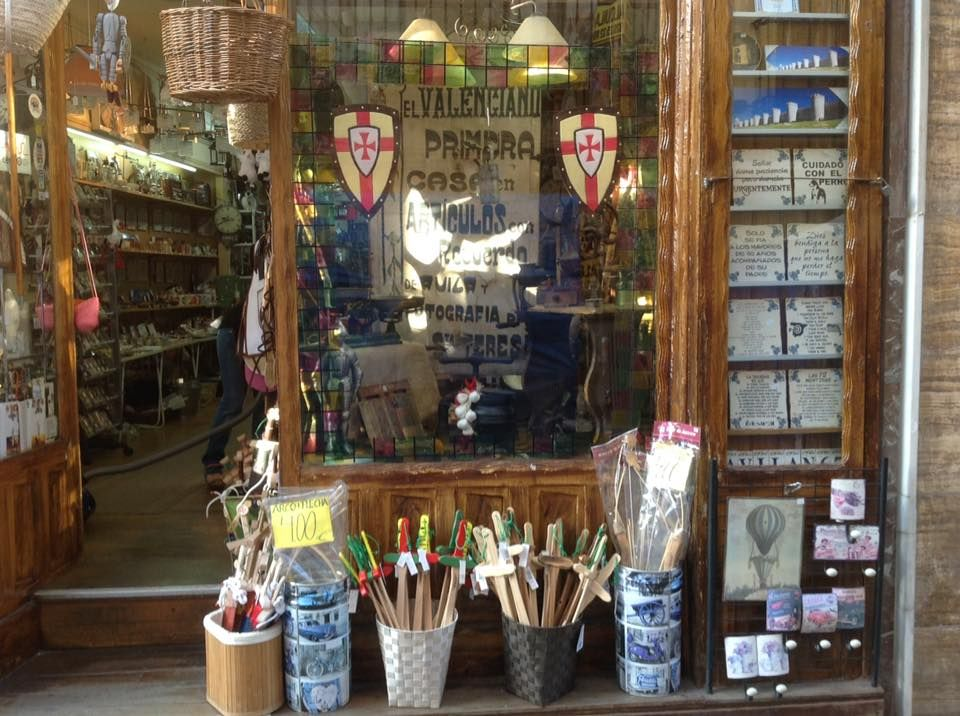 Bazar con gran surtido de productos en Ávila