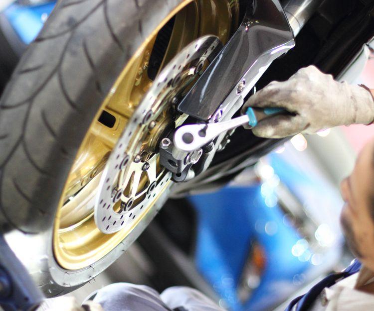 Cambio de neumáticos de motos en Barcelona