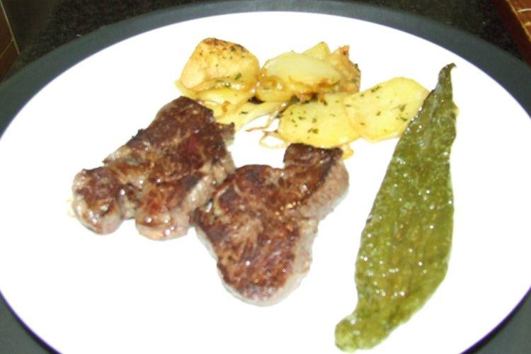 Carne de Ávila con patatas y pimiento