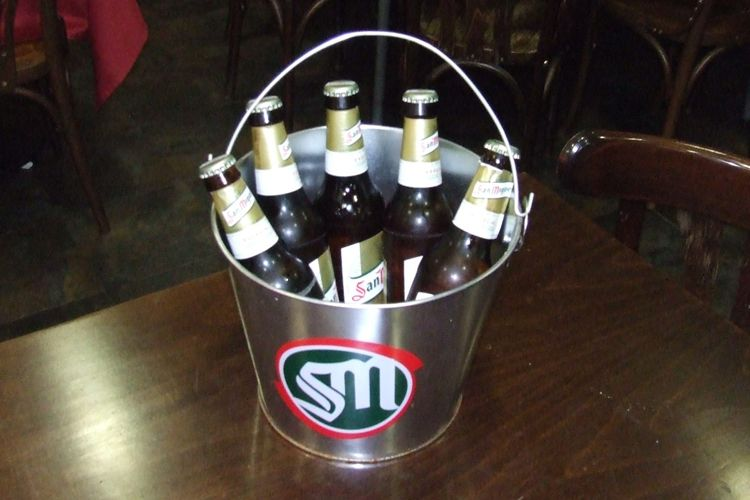 Cubo de cinco botellines de cerveza