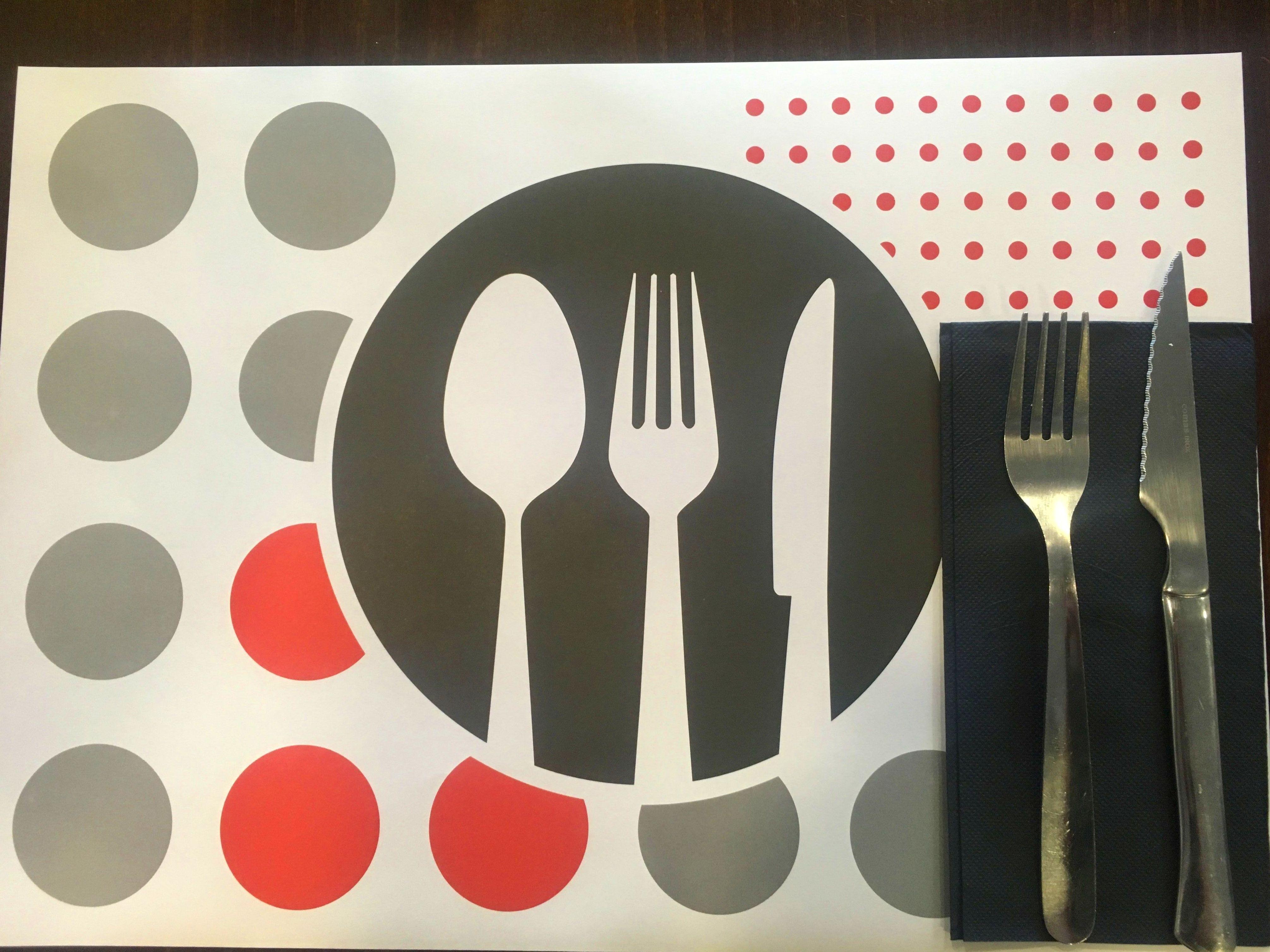 menú del dia en las tablas. comida casera. menú del día barato
