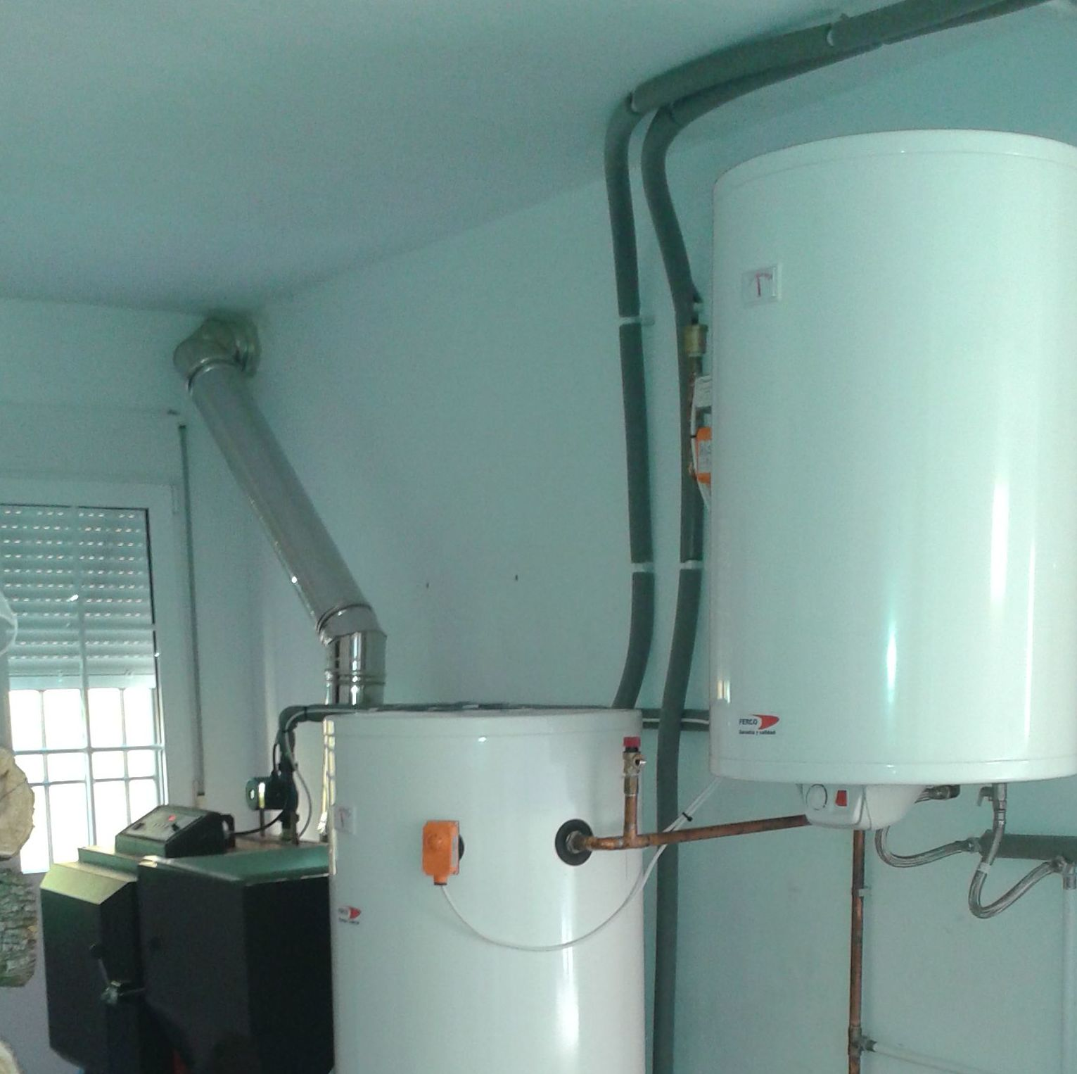 sistema de caldera policombustible red fire con deposito de inercia para suelo radiante