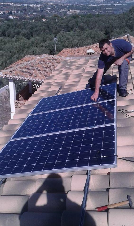 Instalación de placas solares para ahorrar energía