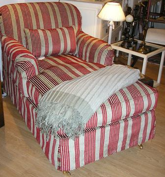 Chaiselongue tapizada }}