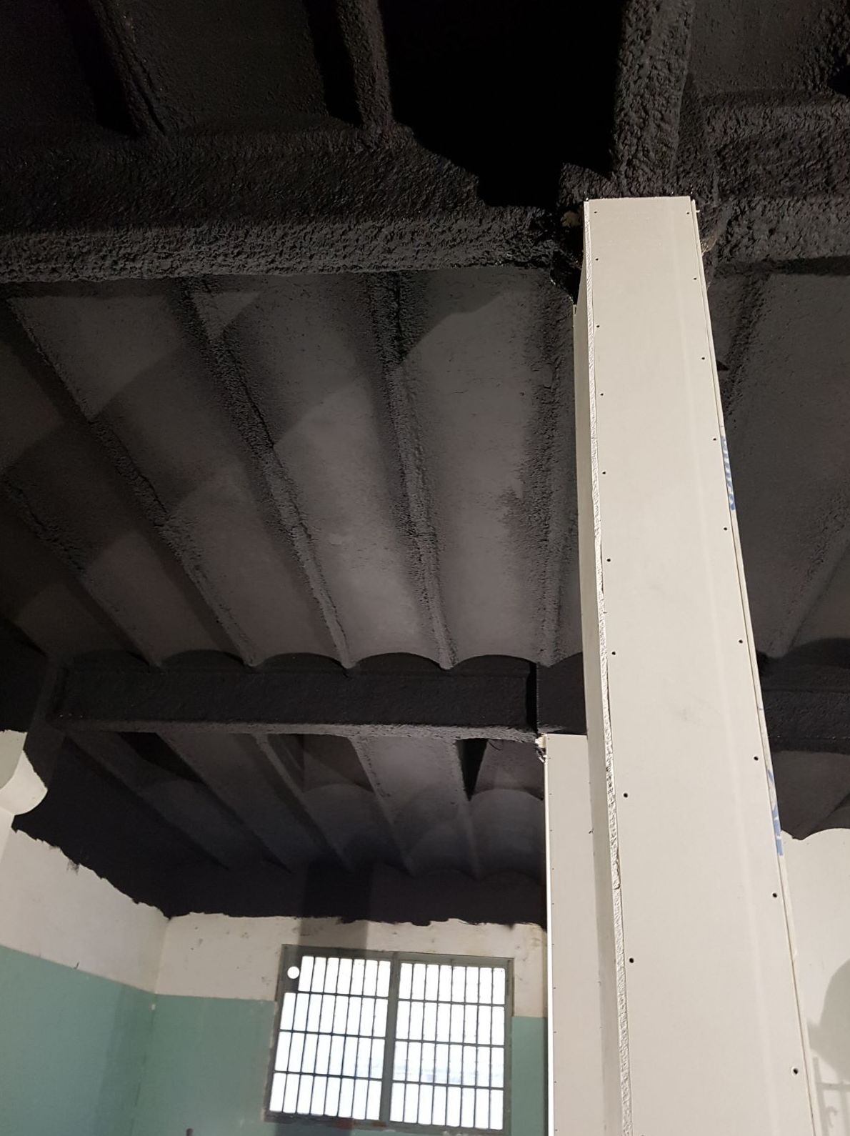 Aplicación de Mortero Perlifoc en vigas y pilares metálicos - Barcelona