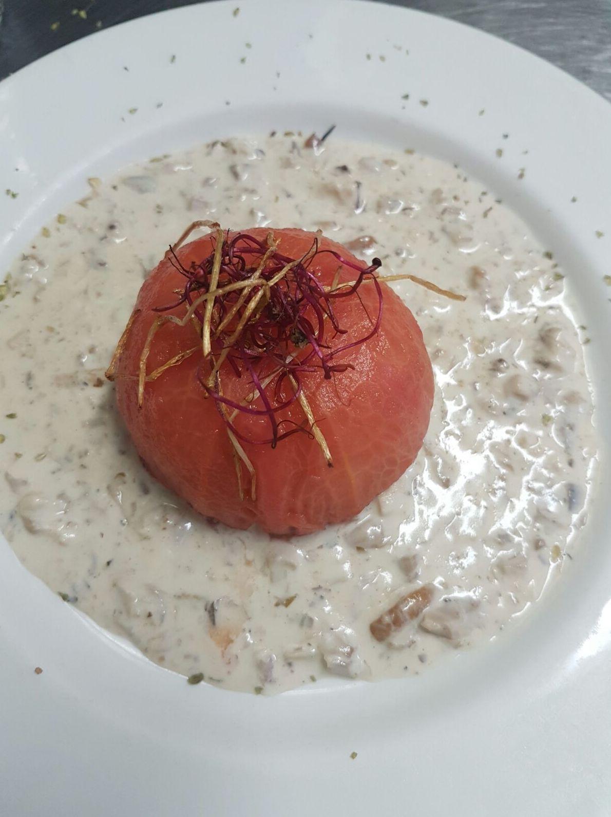 tomate de Bakio relleno apto para  Veganos.
