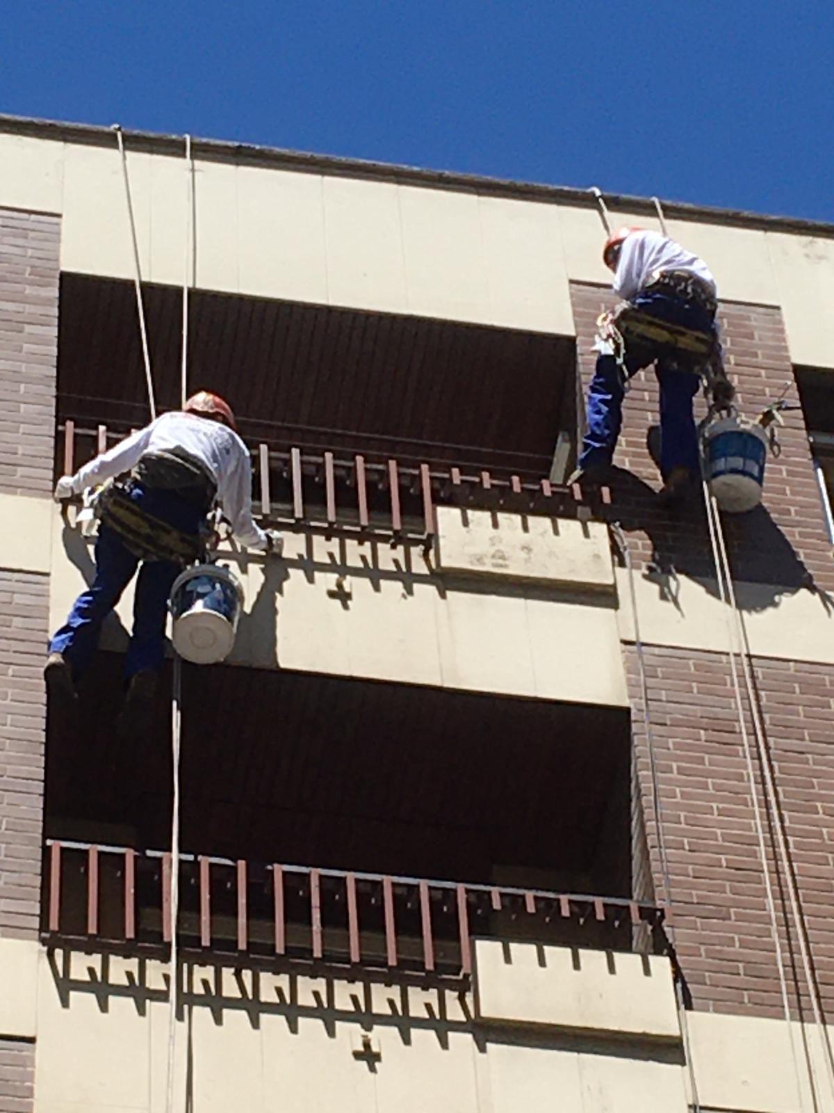 Realizamos mantenimiento y obras para la conservación o mejora de edificios.