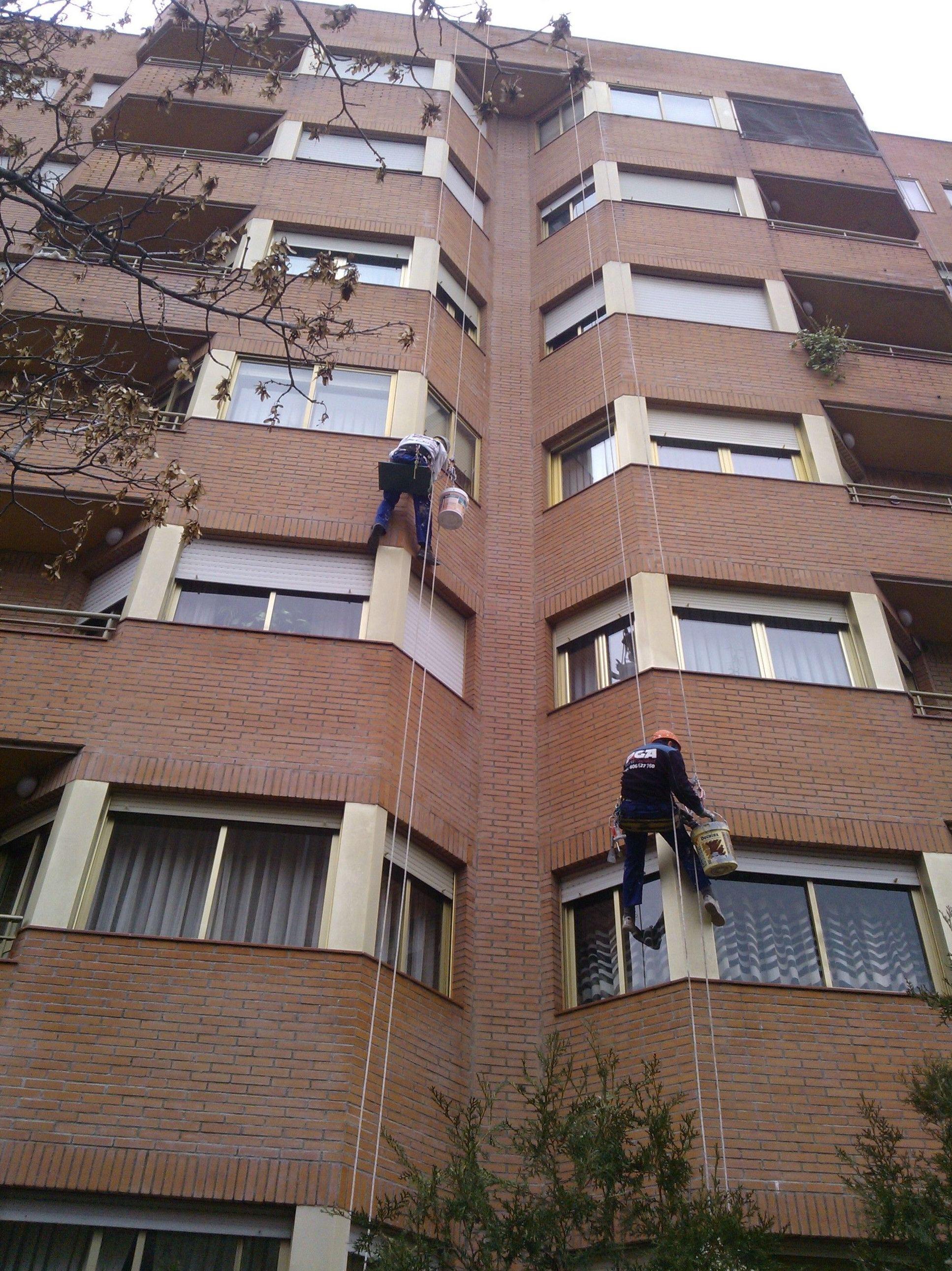 Trabajos de altura sin instalación de andamios ni grúas