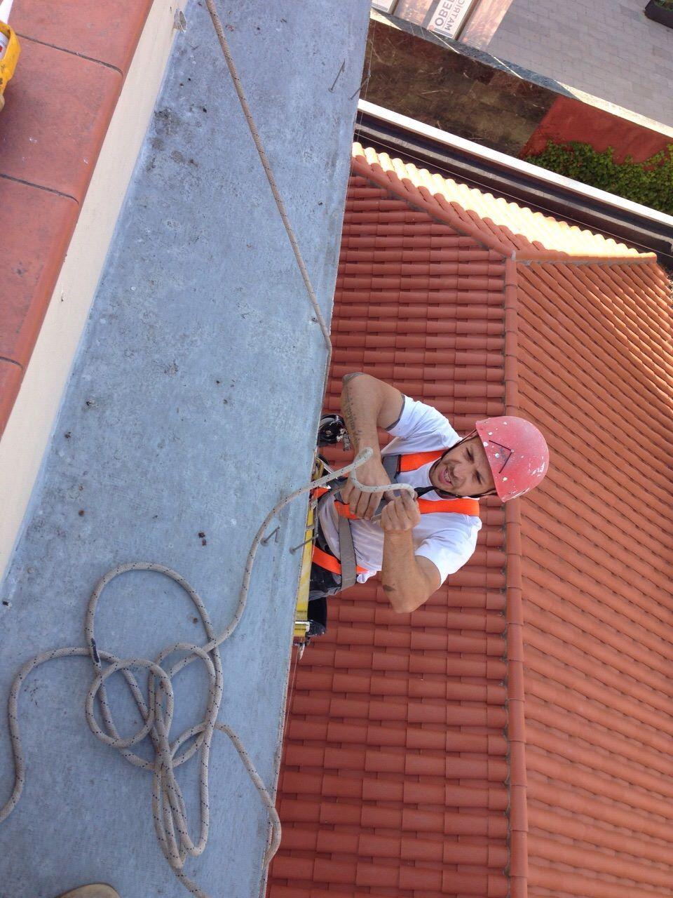 Trabajos en suspensión en la zona del eixample en Barcelona
