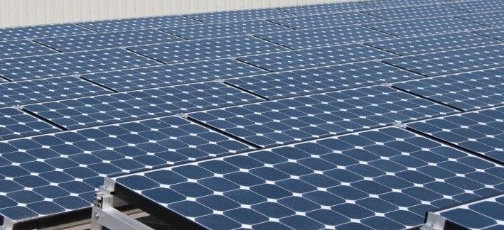 Paneles solares instalados sobre la techumbre de nuestras estaciones de serv.